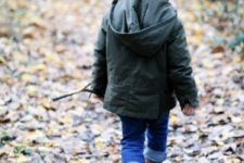 09 a graphite grey parka for a boy, a striped beanie and jeans, brown boots