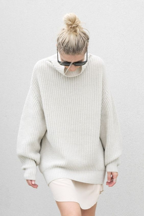 a white mini skirt and an oversized sweater is all you need for a minimal chic look