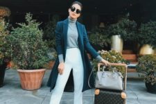 10 white cropped jeans, a grey top, a navy coat and white sneakers