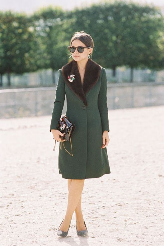 a vintage style emerald coat with a brown faux fur stole and a brooch looks wow