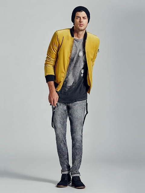 With printed t shirt, gray jeans and black shoes