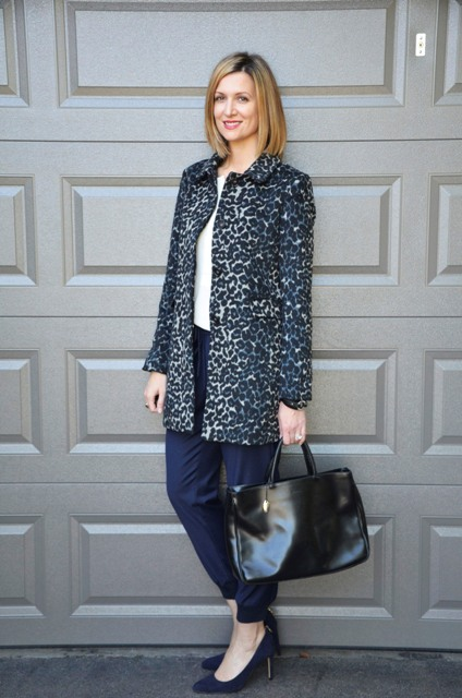 With white shirt, pumps, black leather bag and leopard printed coat