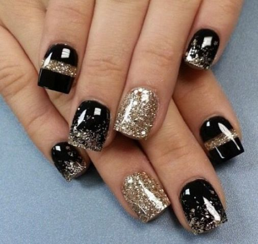 black and gold leaf party nails for New Year, a timeless combo