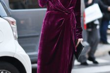 03 a fuchsia wrap dress with a V-neckline, a faux fur scarf and black suede boots