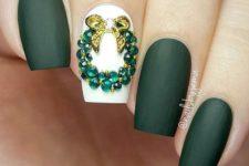 green christmas manicure
