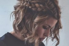 04 wavy messy hair with braids on both sides for an effortlessly chic look