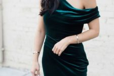 05 an emerald one shoulder velvet dress and statement earrings is all you need for a party