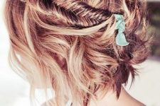06 add a little eye-catchiness with a fishtail braid on one side and make waves