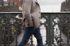 06 blue jeans, brown boots, a neutral blazer, a grey beanie for a casual look