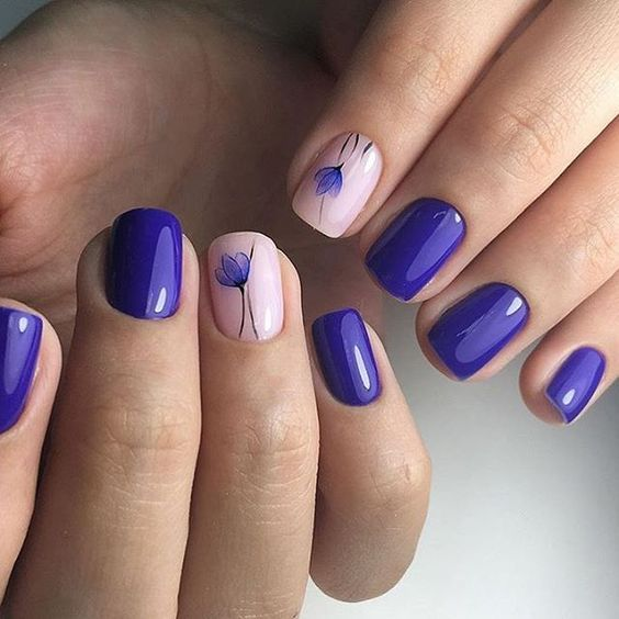 ultra-violet nails with blush and floral accent ones for a tender spring look