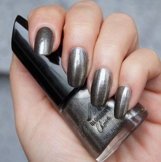 dark silver shimmer nails for a party look