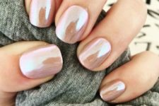 11 shimmer chrome nails look very eye-catchy and interesting
