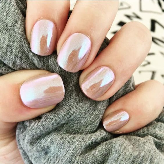 shimmer chrome nails look very eye catchy and interesting