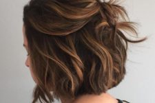 14 a messy hairstyle with bags looks voluminous and chic