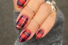 14 plaid nails with a touch of gold is classics for the holidays