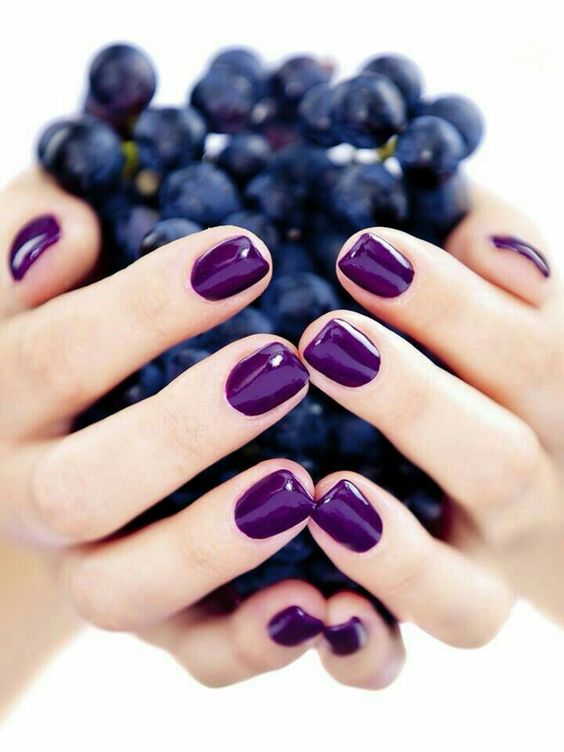 shiny ultra violet manicure for those who are ready to rock bold colors