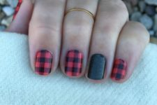 15 plaid flannel manicure with a green glitter accent finger
