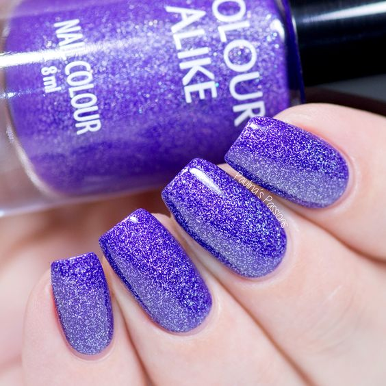 ultra violet glitter manicure is going to be an edgy option