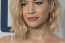 16 messy waves are a chic and sexy idea, and Jennifer Lawrence proved it