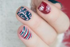 18 red, dark green and whiet nails with snowflakes, candy canes and stripes