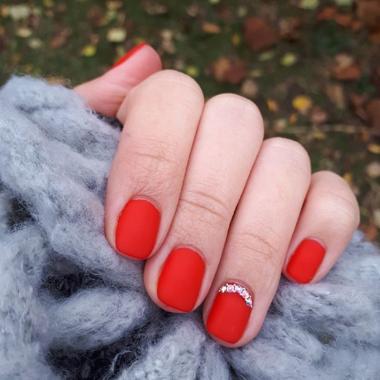 matte red rounded nails with an accent rhinestone finger for the holidays