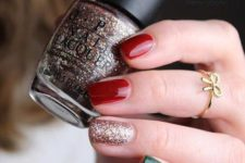 chrismtas manicure with an one glitter nail