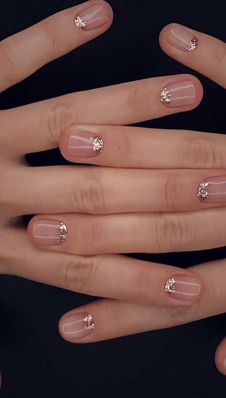 chic neutral nails with rose gold look cute, girlish and are great to wear after the holidays, too