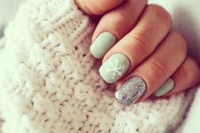 35 neutral dove grey manicure with a glitter nail and a snowflake