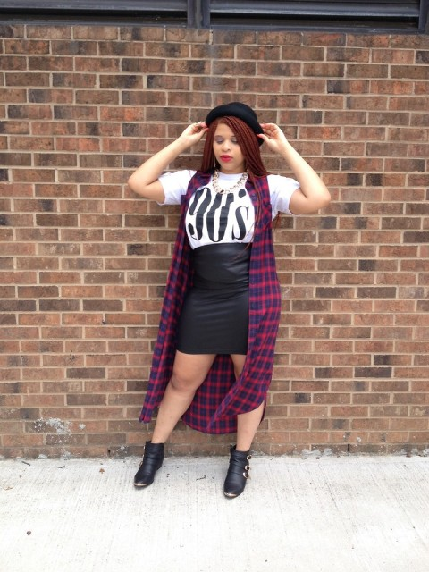 With printed t-shirt, leather skirt, ankle boots and black hat