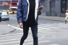 With skinny jeans, white sneakers, black t-shirt and black beanie