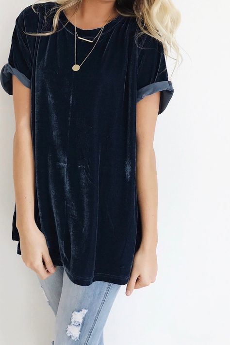 ripped skinnies and an oversized black velvet tee for a casual everyday look
