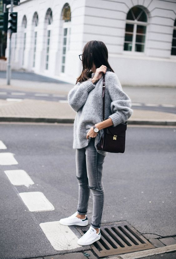 a simple and comfy look with grey jeans, an oversized grey cashmere sweater and white sneakers