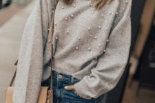 05 blue denim, a grey pearly sweater and a crossbody bag