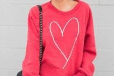 05 ripped jeans, a pink heart sweatshirt is all you need for a comfy look
