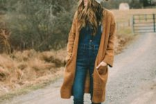07 a denim overall on buttons, a top, a rust-colored cardigan, matching booties and a beanie