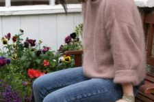 09 jeans, booties, a dusty pink cashmere sweater and a small white bag for a chic look