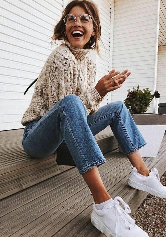 blue cropped jeans, a cable knit neutral sweater and white sneakers for a comfy look