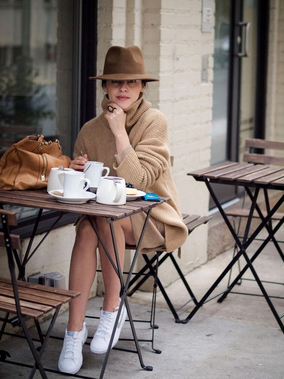 a camel cashmere oversized sweater, a matching skirt, white sneakers and a hat for a weekend look