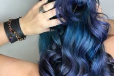 16 teal wavy hair with cold purple highlights for a trendy touch