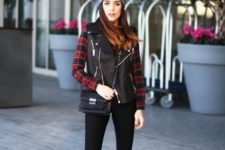 With plaid shirt, gray beanie, black pants, white sneakers and black small bag