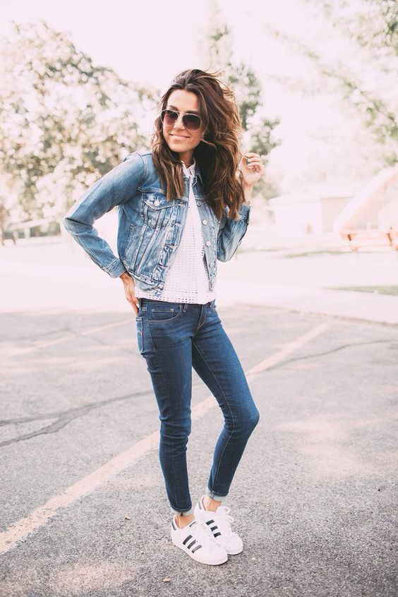 7de8f8f152c93 a denim jacket with a white top, denim skinnies and white trainers