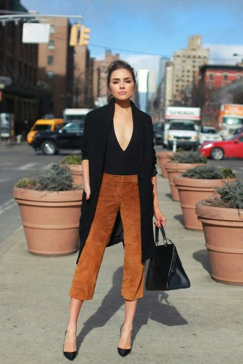 suede camel cropped pants, a V-neckline black top, black heels, a black trench and a bag for a sexy look