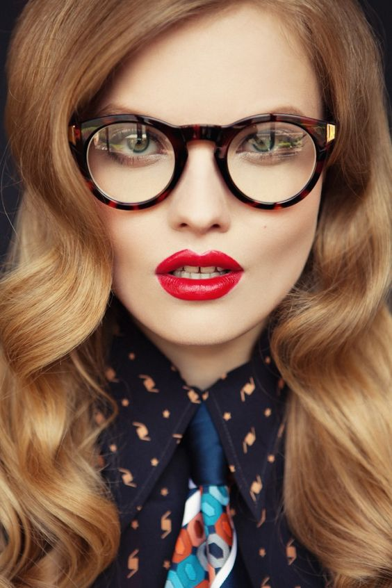 vintage-styled tortoise shell round glasses to make a bold stylish statement