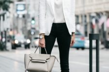 06 black skinny jeans, a white top, a whwite blazer, nude shoes and a grey bag