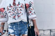 06 stop wearing embroidery now, though folk style is popular, this isn't the hottest idea