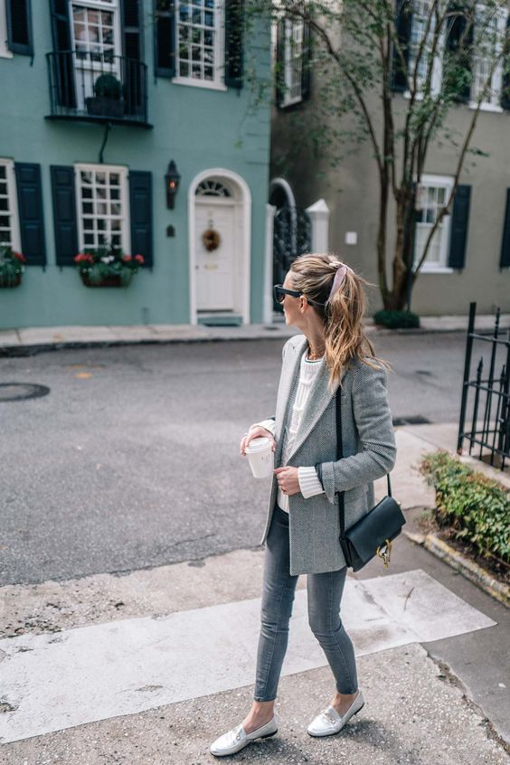 grey skinnies, white moccasins, a white top and a grey long blazer plus a black bag