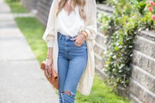 08 blue ripped jeans, a white top with lace, a light cardigan, nude cutout shoes and a hat