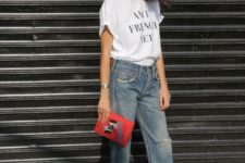 10 high waisted straight jeans, heels, a printed tee and a clutch