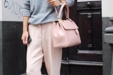 13 a grey sweatshirt, blush trousers, white sneakers, a blush bag and a hat