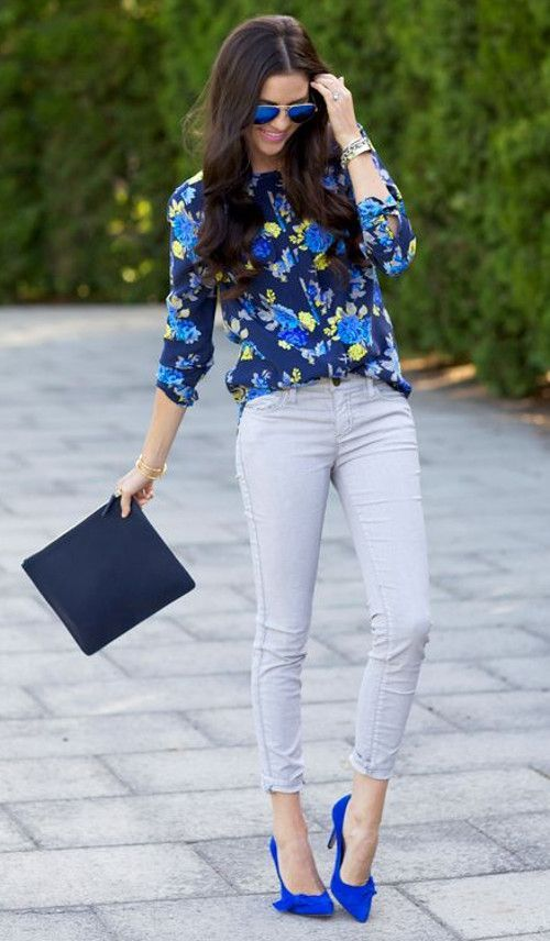 grey jeans, a bold floral blouse, electric blue shoes and a clutch not to look boring